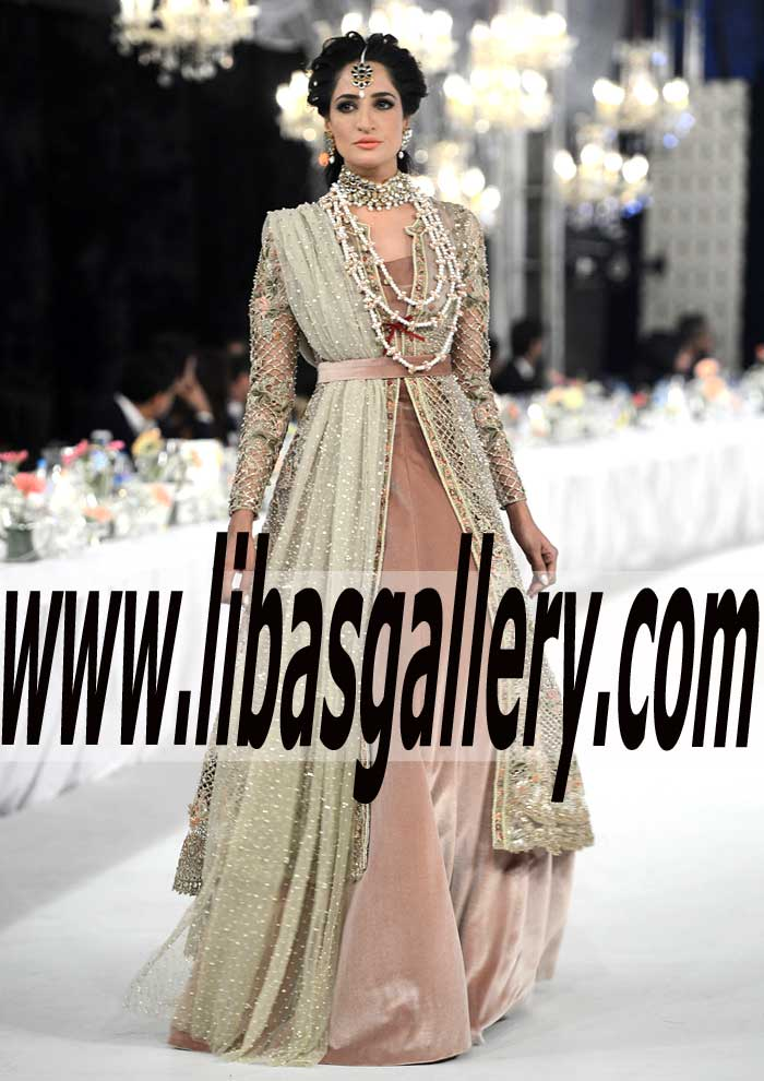 9ee7410a9f4 Majestic Designer Wedding Dress with Gown for Wedding and formal Special  Occasions